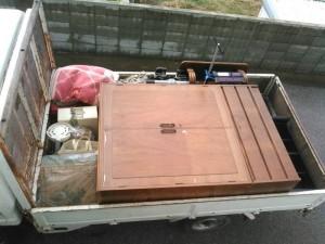 洋タンス、座卓、ボックス、健康器具、雑品、小物 です。引取ました!