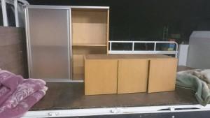 低いキッチンカウンター、子供のおもちゃ、三段ボックス、オフィスチェアー、食器、小物数点 です。引取ました!2