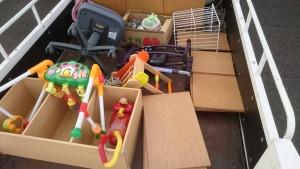 低いキッチンカウンター、子供のおもちゃ、三段ボックス、オフィスチェアー、食器、小物数点 です。引取ました!