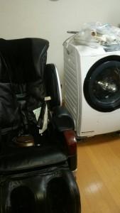 ドラム式洗濯機(日立、2014年製、10kg、美品)  、マッサージチェア(06年)、ルームランナー(10年)、ミニコンポ×2 です。引取ました!2