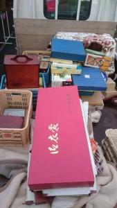 掛け軸22本、着物、新物、桐タンス、花瓶や茶碗など色々 s2