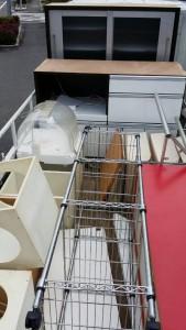 水屋、カラーBOX×2、メタルラック×2、三角テーブル、他