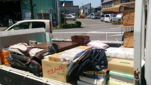 タオルなど進物大量、小物雑貨、コタツ、ラック、など i