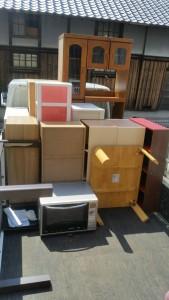 ボックス×5、小型家電、水屋、カウンター、こたつ、タンス です。引取ました!m