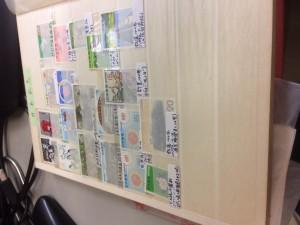 切手と外国切手約30枚、用済み切手一冊、郵便切手本一冊3